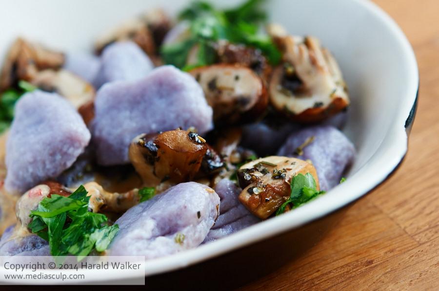 Gnocchi mit blau-violetten Kartoffeln